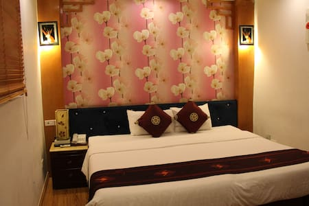 A small & warmly hostel with AC @ Hanoi center - Hanoi - Aamiaismajoitus