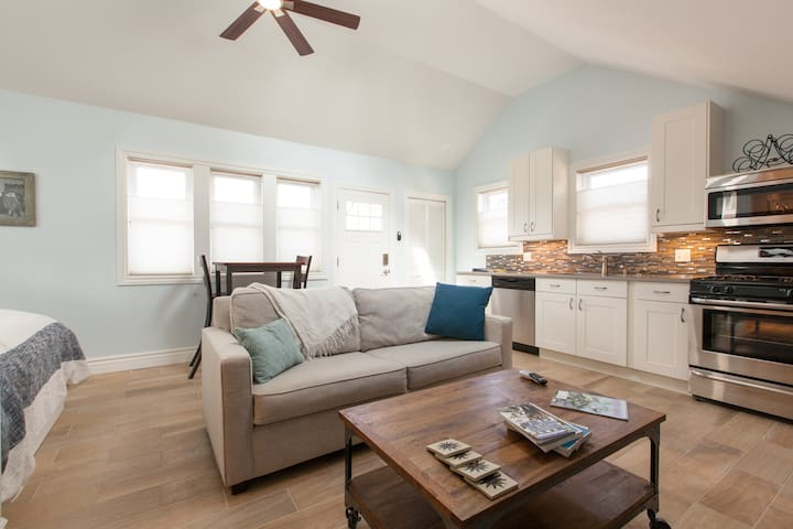 Charming Newly Built Carriage House