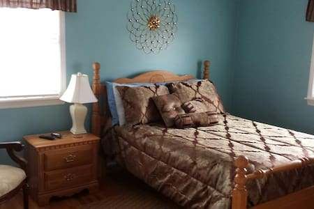 Blue Room in Quiet Home, Convenient Location - Abingdon - Talo