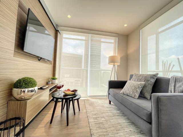 Sala c/ dos camas plegables y TV con Netflix, Amazon Prime y Disney Plus - Living room w/ two foldable beds and TV with Netflix, Amazon Prime, and Dinsey Plus