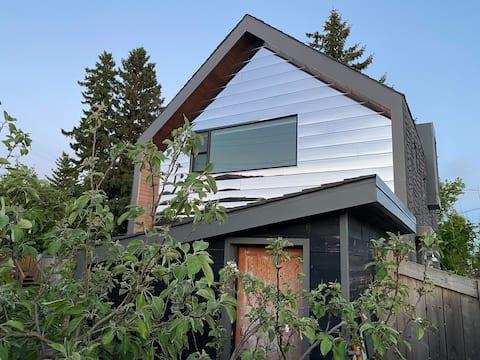 Unique Modern Rustic Private Laneway Home