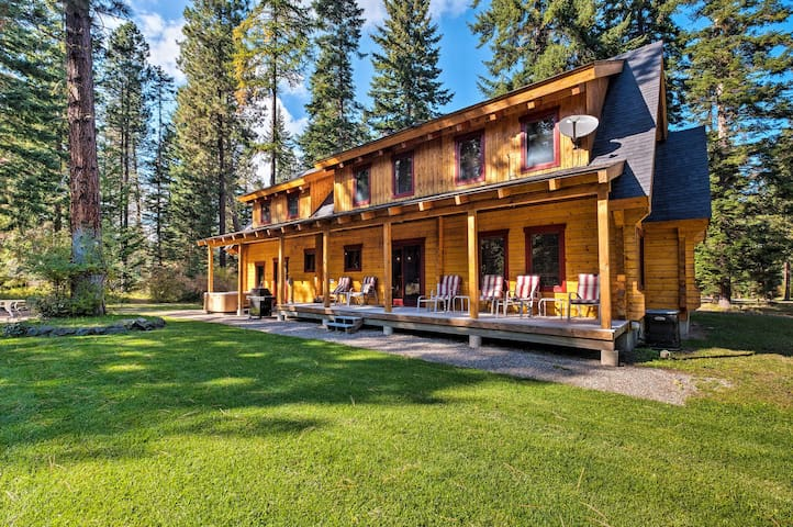 Cle Elum Mountain Cabin w/ Hot Tub & Trails!