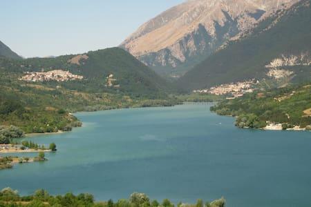 Immersi nei silenzi delle montagne Appenniniche - Montenero Val Cocchiara - 独立屋