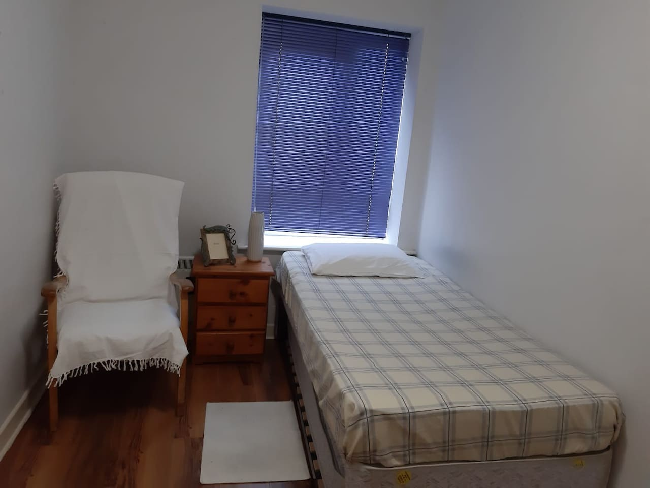 Single room 2 beds private bathroom free breakfast