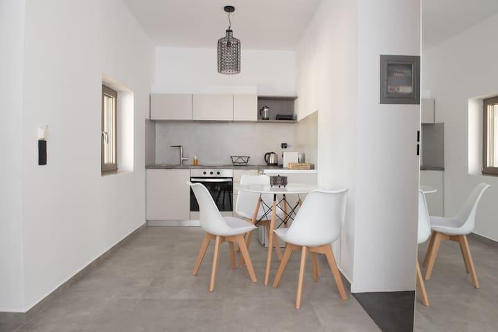 Luxury minimal Suite, for 2, near sea at Mani