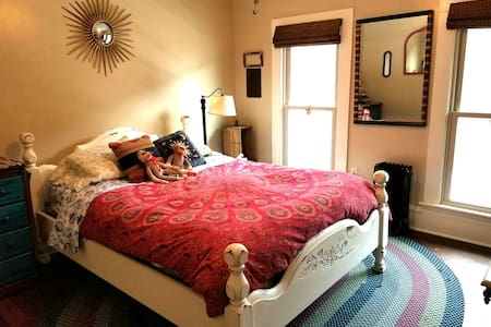 The Barnard House Bed and Breakfast - Minnie Barnard Room