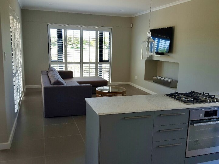 Beautifully furnished house on golf estate