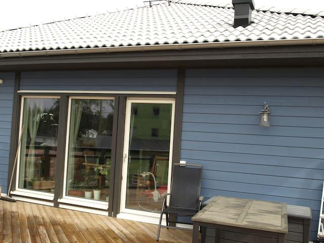 Rum i hus en mil från Uppsala C. - Uppsala - House