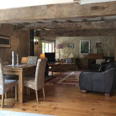 Converted Barn in Traditional Farm House - Laveyssière - Bed & Breakfast