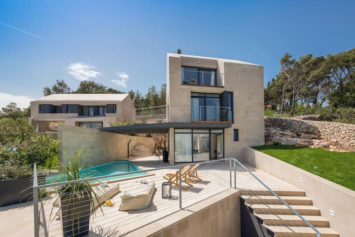 Sea La Vie 5-star modern stone villa