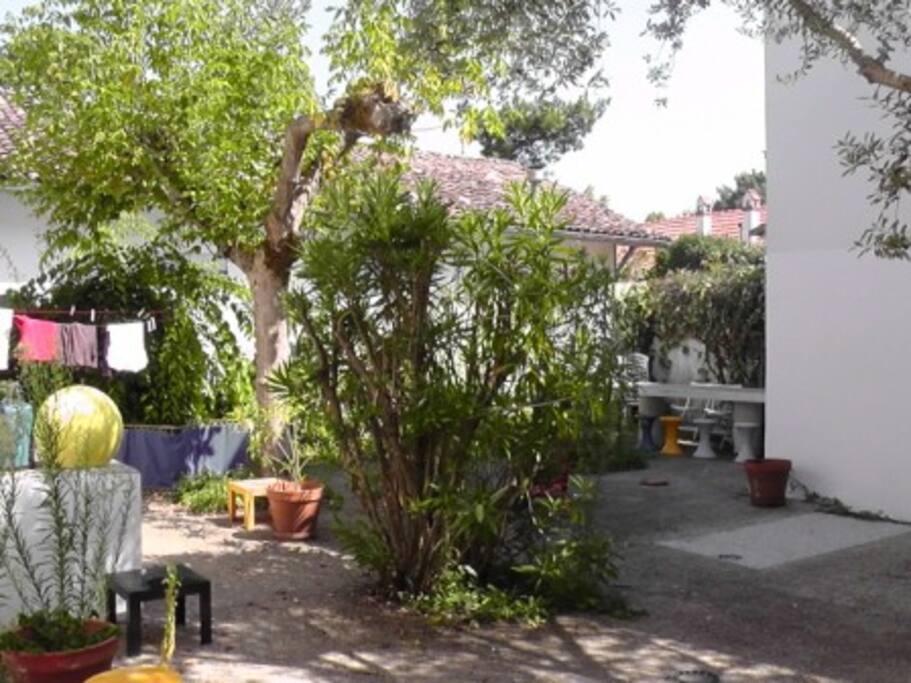 cour privative entre les deux maisons