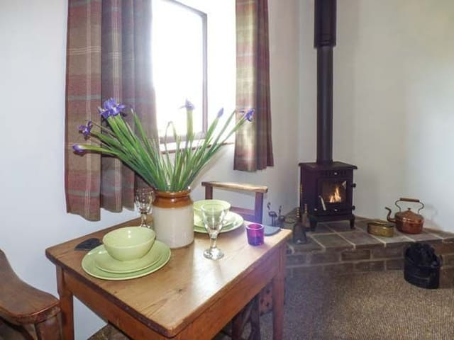 COSY SELF CATERING COTTAGE - Nercwys - Bungaló