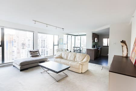 Yaletown Gem - Gorgeous views, Modern building - Apartment