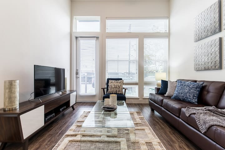 StayOvr|Trinity Groves|Corporate|1Bed|Pool View