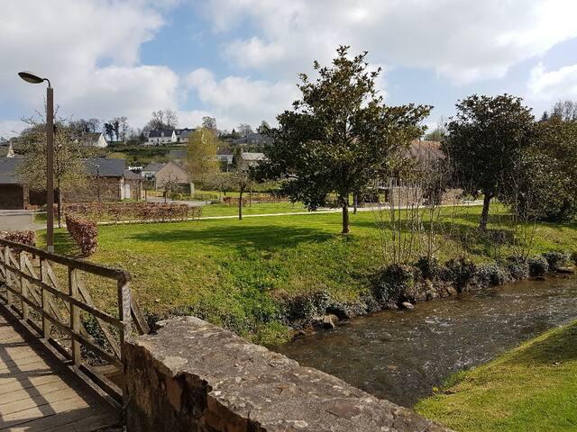 Beautiful parkland, perfect for walks, picnics, etc