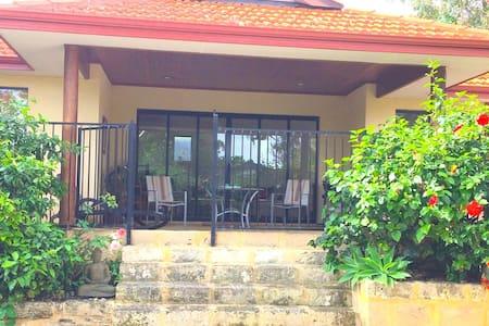 Chelan Villa with private pool - Mount Claremont - Huoneisto