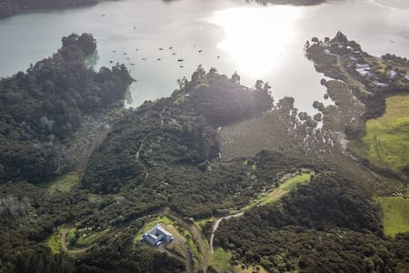 Villa Whangaroa: home from home: re-connect here!