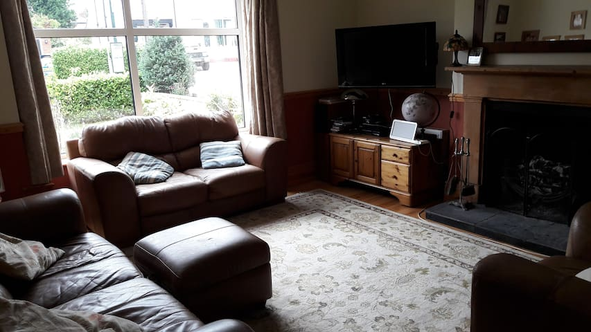 Lovely location, En suite double room. - Hessle - House