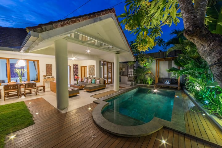 Cozy Villa-Private Pool-BBQ-WIFI, Seminyak Side