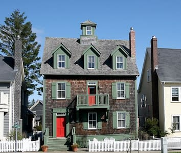 Flagstaff Cottage w/ Carriage House - pacific beach