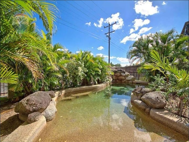 ❤Chic Cairns City Apartment with Pool & WIFI  ❤!