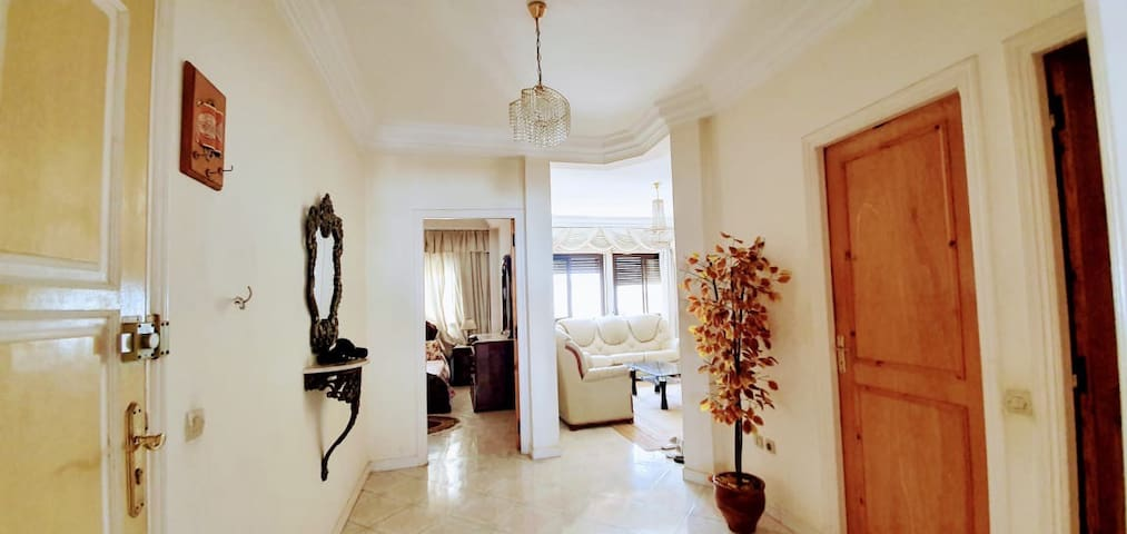 Elegant 2 bedroom apartment by the beach
