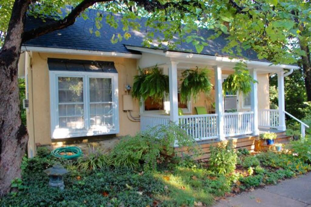 House front - whole home 1250 sq. ft. All hardwood floors, 3 block Downtown Mall