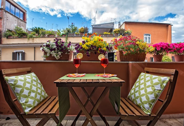 NEW -- Sunny Studio in Rome's historic center - Roma - Apartment