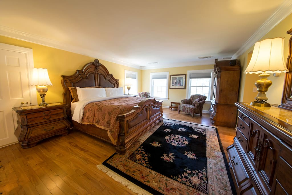 $295 room rate - The Royal Suite - King Bed with his and her bathrooms, jet tub, and a bade
