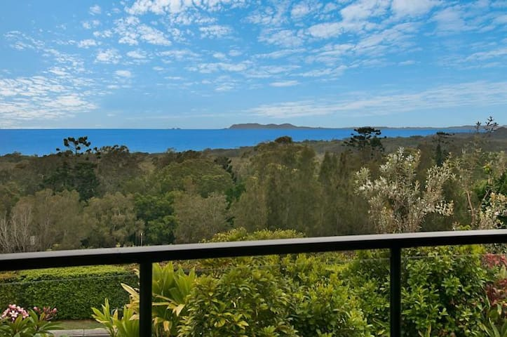 Nice house with sea-breeze-views over Byron