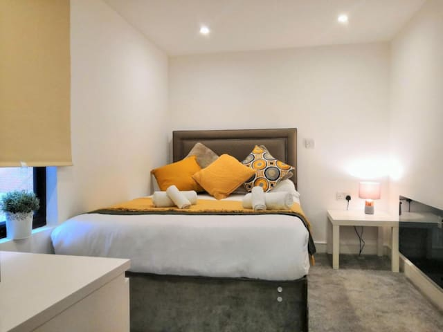 Stunning Horse Fair Apartments in City Centre by HF Group