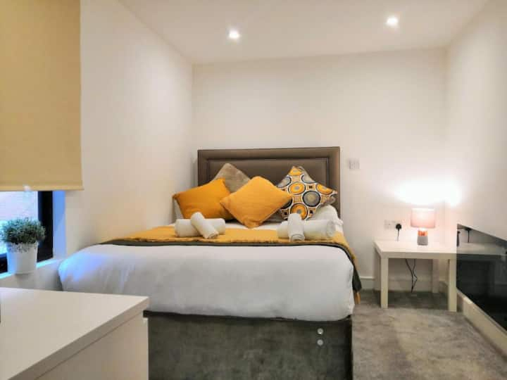 Stunning Horse Fair Studio Apartment in City Centre by HF Group 7