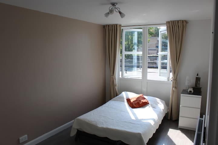 Cozy and Spacious Double Room & Private Bathroom