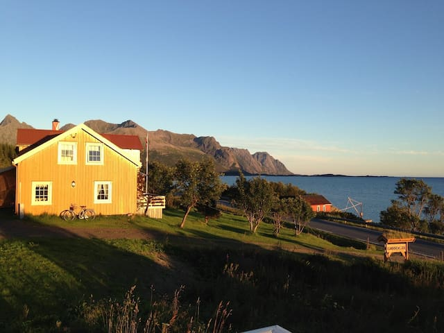 Big, cosy Lofoten House, 30 meters from the sea