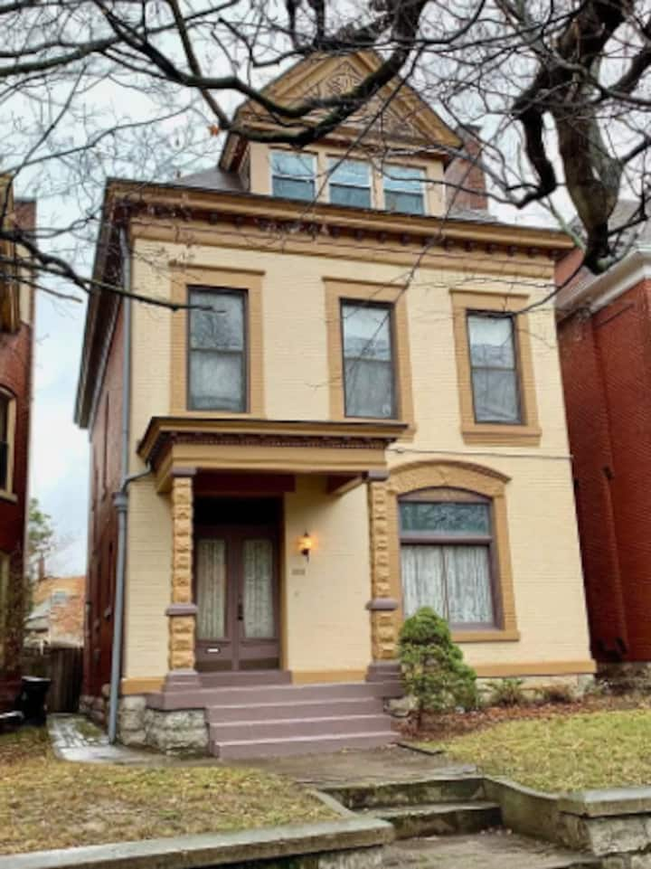 3bd/2.5 bth in Classic Highlands Home (walkable)