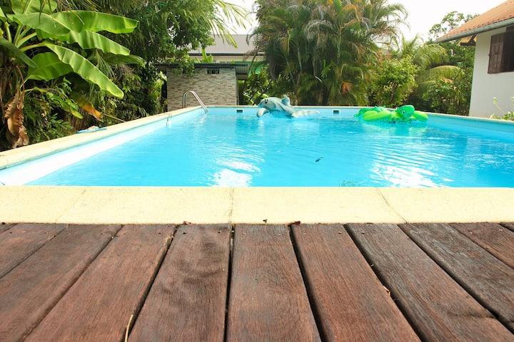 Studio, accès à une terrasse extérieure et piscine