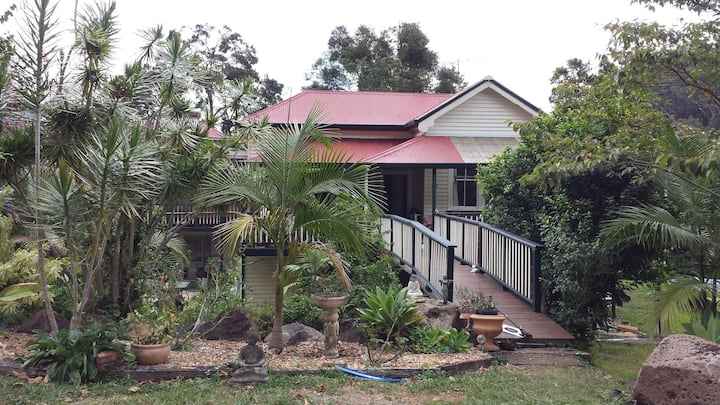 Self-contained flat in Bushy Byron Hinterland home