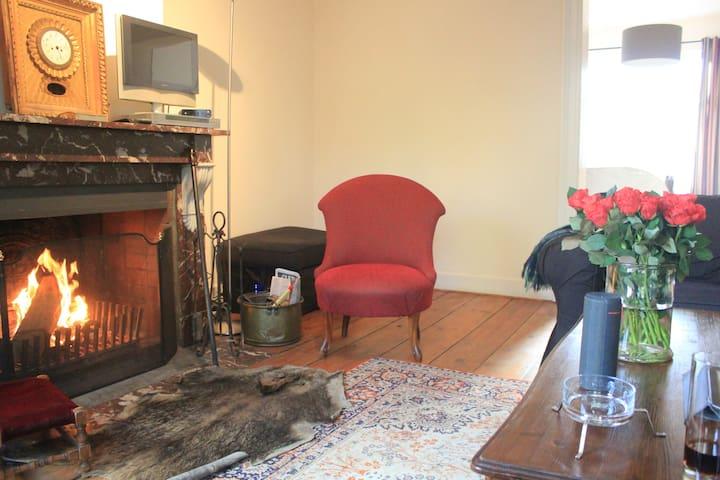 Cozy double room in historic building on Sablon - Bruxelles - Apartment