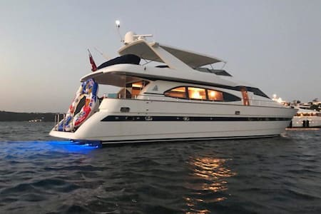 Million dollar Luxury 90ft yacht in Sydney! - Woolloomooloo