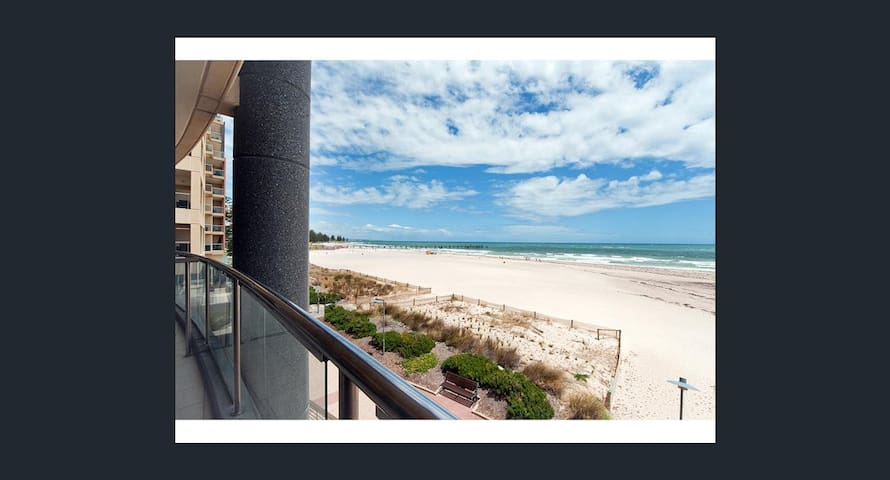 LUXURY BEACHFRONT STUNNER, OAKS PLAZA PIER