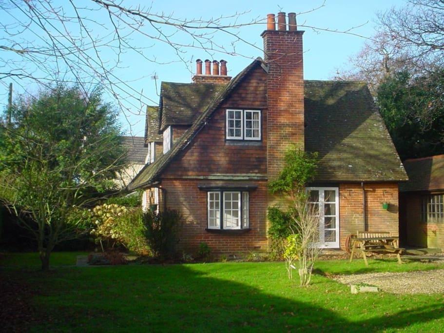 Beautiful Arts & Crafts Cottage