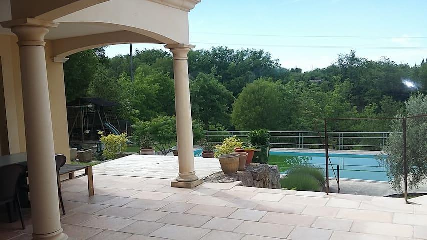 Villa 160m² avec piscine, sur 4300m² de terrain