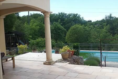 Villa 160m² avec piscine, sur 4300m² de terrain - Villa
