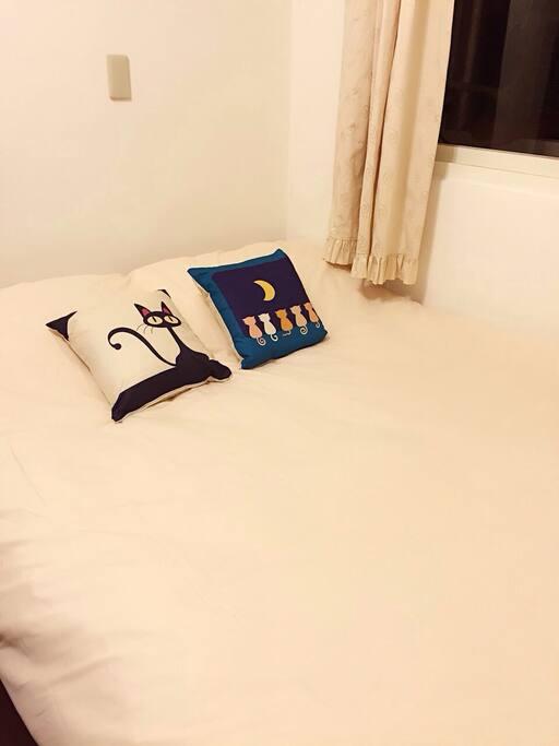 RoomB 獨立大衣櫃大桌子房間 光線充足 可上鎖