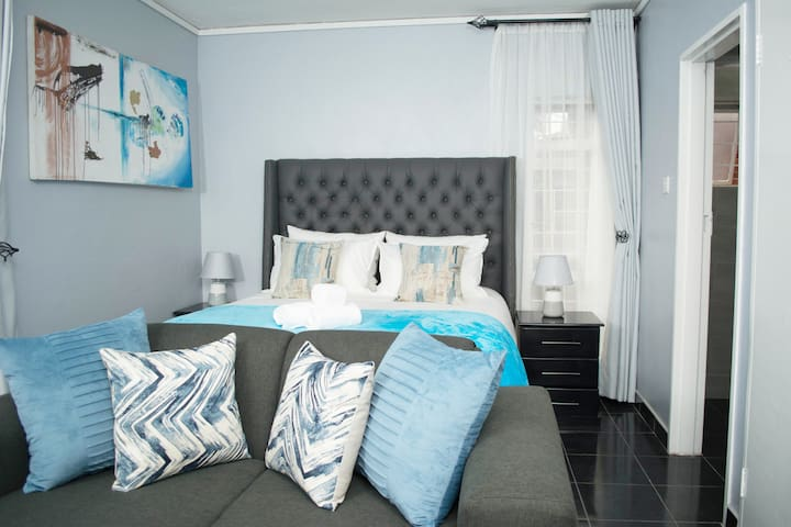 """""""This room is perfect for responsible guests on a budget who are traveling by themselves!"""""""