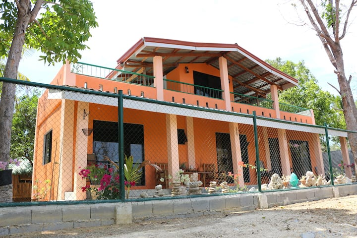 Oceanview Beachfront Villa (MamaLey's Resort)