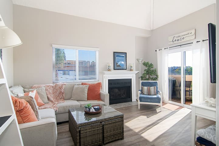 Best of Pacific Beach!  2bd/2bth+Large Loft!