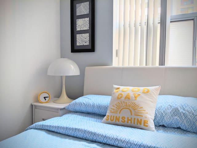 Private & Comfortable Room Near Dundas Square