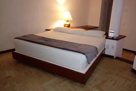 Nuestras cómodas habitaciones te esperan.