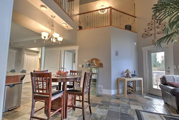 Beautiful Luxury Penthouse Suite on Mara Lake